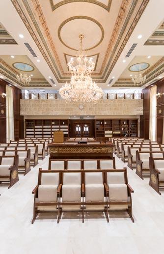 בית הכנסת בנתיבות- קשת רהיטי עץ ומתכת