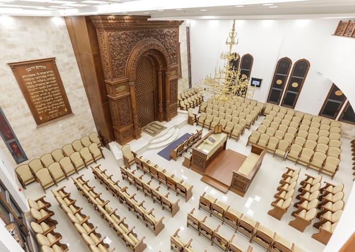 בית הכנסת תפארת רפאל באשדוד- קשת רהיטי עץ ומתכת