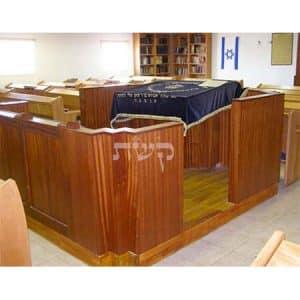 בימה ותיבה בבית הכנסת מזמור לאסף, עפרה- קשת רהיטים