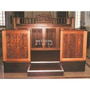 בימה ותיבה לבית כנסת- קשת רהיטי עץ ומתכת