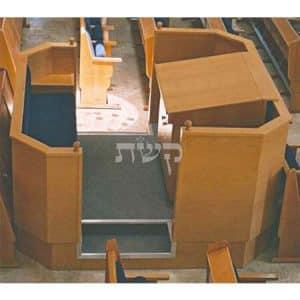 בימה ותיבה בבית הכנסת היכל רחמים, גבעת שמואל