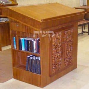 תיבה בבית כנסת השטיבלך, קטמון, ירושלים- קשת רהיטי עץ ומתכת
