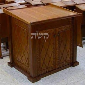 תיבה בישיבה כנסת הגדולה, קרית ספר- קשת רהיטי עץ ומתכת