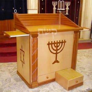 תיבה בבית הכנסת תפארת ישראל, ירושלים- קשת רהיטי עץ ומתכת