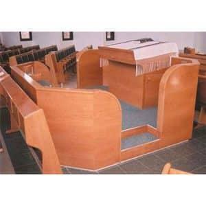 בימה ותיבה בבית הכנסת המרכזי, יקיר- קשת רהיטים