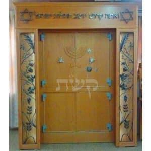 ארון קודש בבית הכנסת נועם בנים, ירושלים- קשת רהיטי עץ ומתכת
