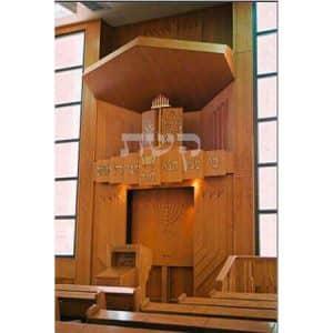ארון קודש בבית הכנסת היכל רחמים, גבעת שמואל- קשת רהיטי עץ ומתכת