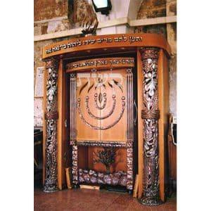 ארון קודש במערת המכפלה, חברון- קשת רהיטי עץ ומתכת