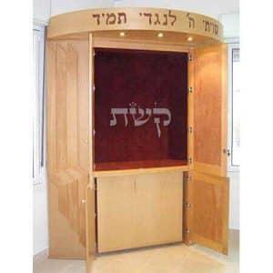 ארון קודש עם תיבה נשלפת- בבית מדרש חוט השני, ירושלים 1